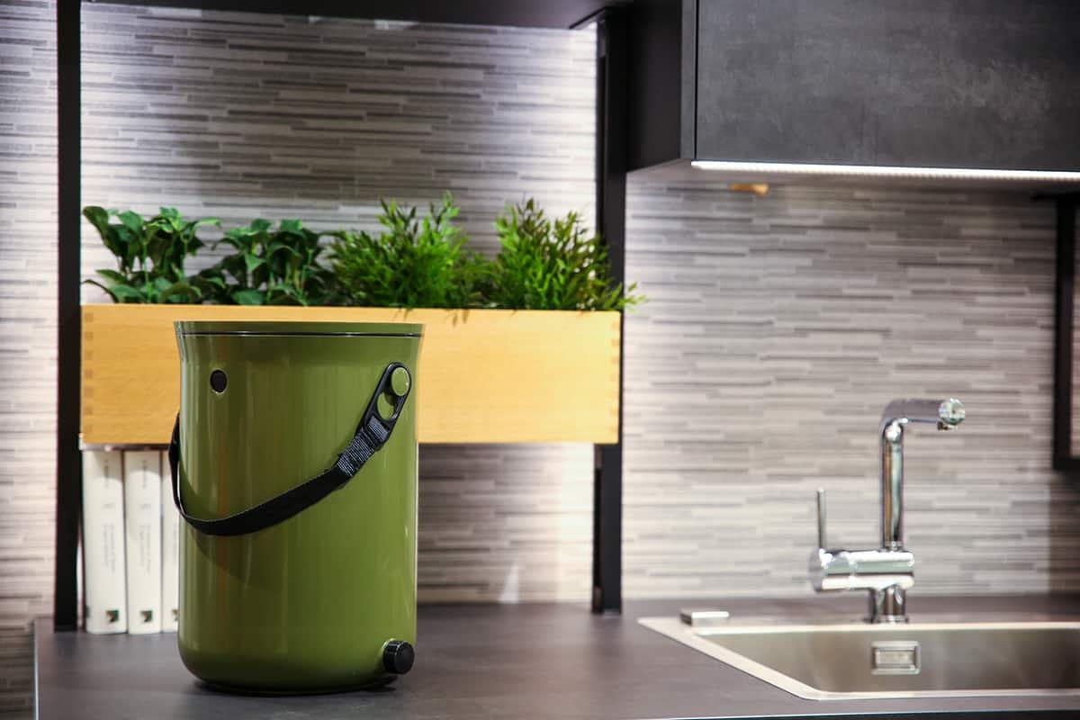 Skazina večkrat nagrajena kuhinjska kompostnika Bokashi Organko in Bokashi Organko 2 sta letos odeta v sveži trendi barvi